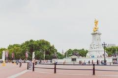 Goldene Statue der Königin Victoria Memorial nahe Buckingham-Kumpel Stockbild