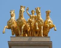 Goldene Statue in der Park-Zitadelle Stockfotografie