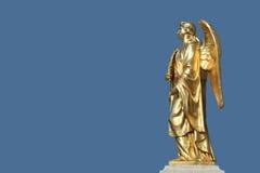 Goldene Statue des Engels lizenzfreies stockfoto