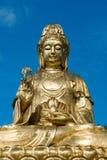 Goldene Statue von Guan Yin Stockbild