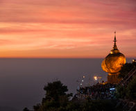 Goldene stein- Kyaiktiyo-Pagode, Myanmar Stockbild
