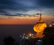 Goldene stein- Kyaiktiyo-Pagode, Myanmar Stockbilder