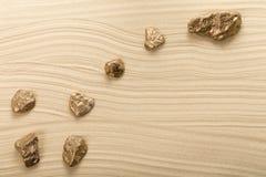 Goldene Steine in der Form der Konstellation Lizenzfreies Stockfoto