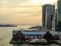 Goldene Stunde über Pier 17 lizenzfreies stockbild