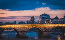 Goldene Stunde über Skopje-Stadt, die Republik Mazedonien stockfoto