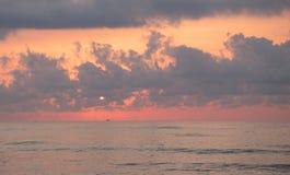 Goldene Stunde auf dem Strand lizenzfreie stockfotografie