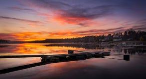 Goldene Stunde des Piers unter schönem Himmel lizenzfreie stockfotografie