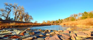 Goldene Stunde am Monument-Nebenfluss, Colorado Springs lizenzfreie stockfotos