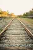Goldene Stunden-Bahnstrecken im Land lizenzfreie stockfotos