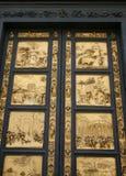 Goldene Türen von Duomo stockfotografie