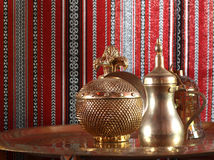 Goldene Teekanne stockbild