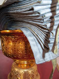 Goldene thailändische Urne Stockbilder