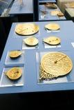 goldene Uhren an - Scharjah-Museum stockfotografie