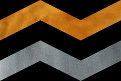 Goldene und silberne unterbrochene Linie auf schwarzem Hintergrund, Sparren Lizenzfreies Stockfoto