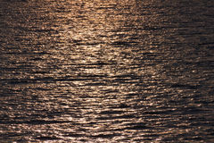 Goldene Wasserkräuselungen Lizenzfreie Stockfotografie