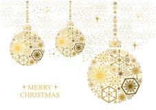 Goldene Weihnachtsbälle mit Schneeflocken auf einem weißen Hintergrund Ho stockbild