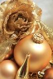 Goldene Weihnachtsdekorationen Lizenzfreies Stockfoto