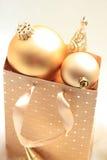 Goldene Weihnachtsdekorationen Stockbilder