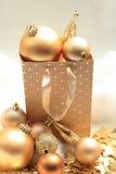 Goldene Weihnachtsdekorationen Lizenzfreie Stockbilder