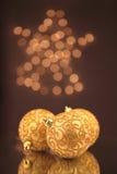 Goldene Weihnachtskugeln Lizenzfreie Stockbilder