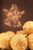 Goldene Weihnachtskugeln Lizenzfreies Stockfoto