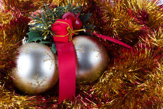 Goldene Weihnachtskugeln Stockbild