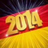 Goldene Zahlen des neuen Jahres 2014 über glänzender deutscher Flagge Stockfotos