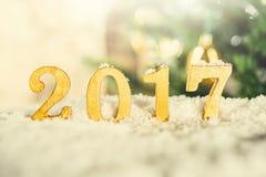 Goldene 2017 Zahlen im Schnee Lizenzfreie Stockfotos