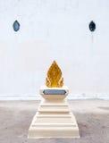 Goldene Zinnenskulptur stockfotos