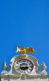 Goldener Adler auf einer barocken Uhr Lizenzfreies Stockbild