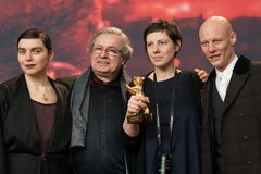 Goldener Bärn-Preis für bestes Film ` berühren mich nicht ` bei Berlinale 2018 Stockfotos