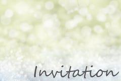 Goldener Bokeh-Weihnachtshintergrund, Schnee, Text-Einladung Lizenzfreie Stockfotografie