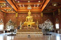 Goldener Buddha in Ang Thong, Thailand Stockbilder