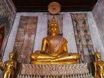 Goldener Buddha im alten Tempel Lizenzfreies Stockbild