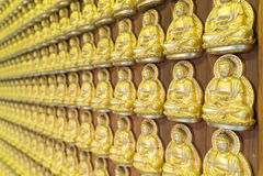 Goldener Buddha im chinesischen Tempel Stockfotografie