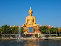 GOLDENER BUDDHA IN SINGBURI Lizenzfreie Stockfotografie