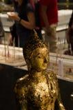 Goldener Buddha in wat phra keaw, Thailand Lizenzfreie Stockbilder