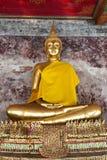 Goldener Buddha in Wat Suthat Thailand Stockfoto