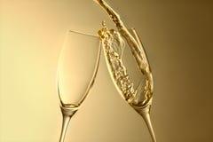 Goldener Champagnerspritzenhintergrund des aniversary oder neuen Jahres Lizenzfreies Stockfoto