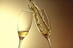 Goldener Champagnerspritzenhintergrund des aniversary oder neuen Jahres Lizenzfreies Stockbild