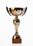 Goldener Cup des Siegers auf weißem Hintergrund Lizenzfreie Stockfotos