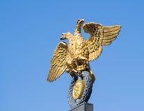 Goldener doppelköpfiger Adler Stockbild
