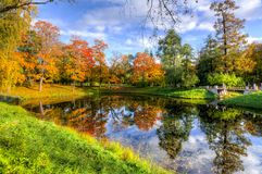 Goldener Fall in Catherine-Park, Pushkin, St Petersburg, Russland Lizenzfreies Stockfoto