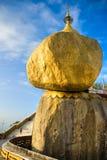 Goldener Felsen, Myanmar. Stockfoto