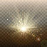 Goldener glühender heller greller Effekt des Sonnenuntergangs oder des Sonnenaufgangs Warme Explosion mit Strahlen und Scheinwerf lizenzfreie abbildung
