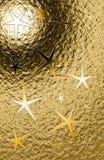 Goldener grungy vertikaler Hintergrund mit fünfeckigen Sternen und Metall glänzen Stockfotografie