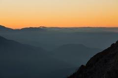 Goldener Herbst auf den Steigungen der Berge des Kaukasus und Stockfotos