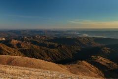Goldener Herbst auf den Steigungen der Berge des Kaukasus und Lizenzfreies Stockfoto