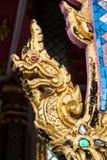 Goldener König der Nagastatue Stockfotografie
