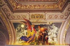 Goldener Kircheinnenraum stockbild